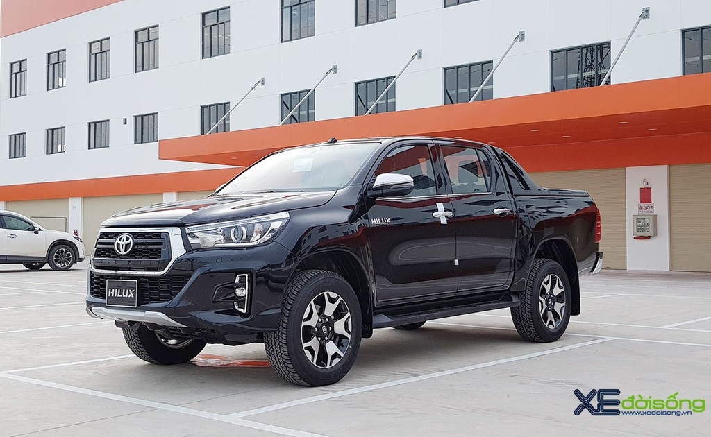 Can canh Toyota Hilux 2018 Platinum 2.8G gia 878 trieu dong VIDEO