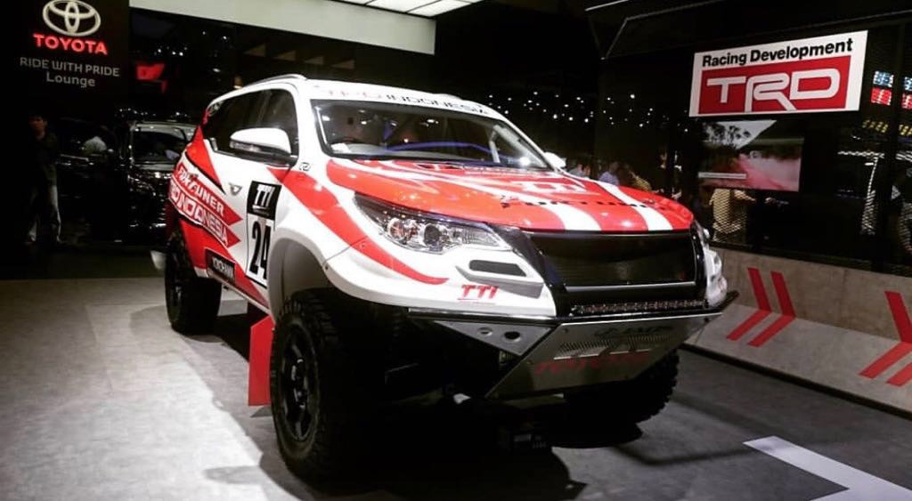 """Soi chi tiet Toyota Fortuner do """"chien"""" nhat The gioi"""