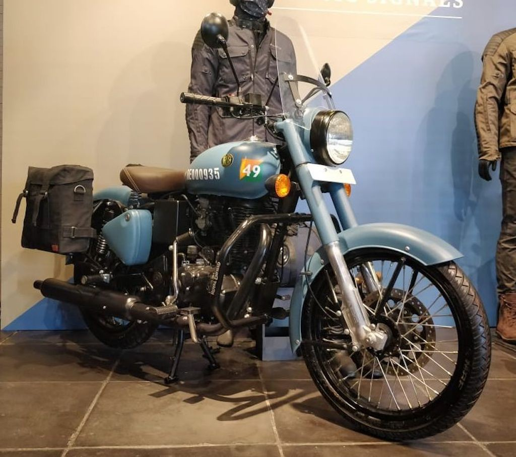 Mo to Royal Enfield Classic 350 Signal Edition dac biet co gi moi