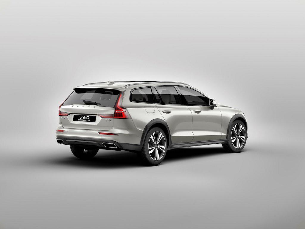 "Can canh xe gia dinh ""treo deo loi suoi"" Volvo V60 Cross Country"