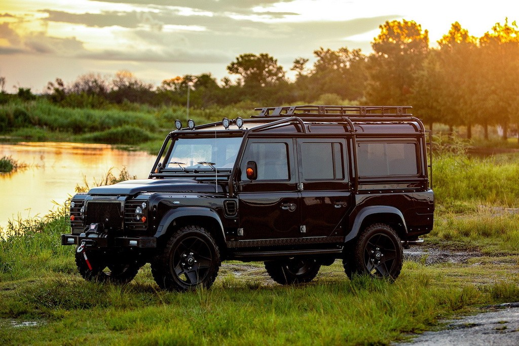 Soi SUV Anh Quoc Land Rover Defender do khung boi nguoi My