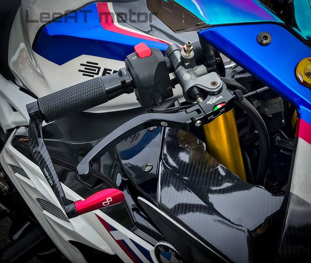 Yamaha R15 do len BMW HP4 Race chi ton hon 30 trieu dong