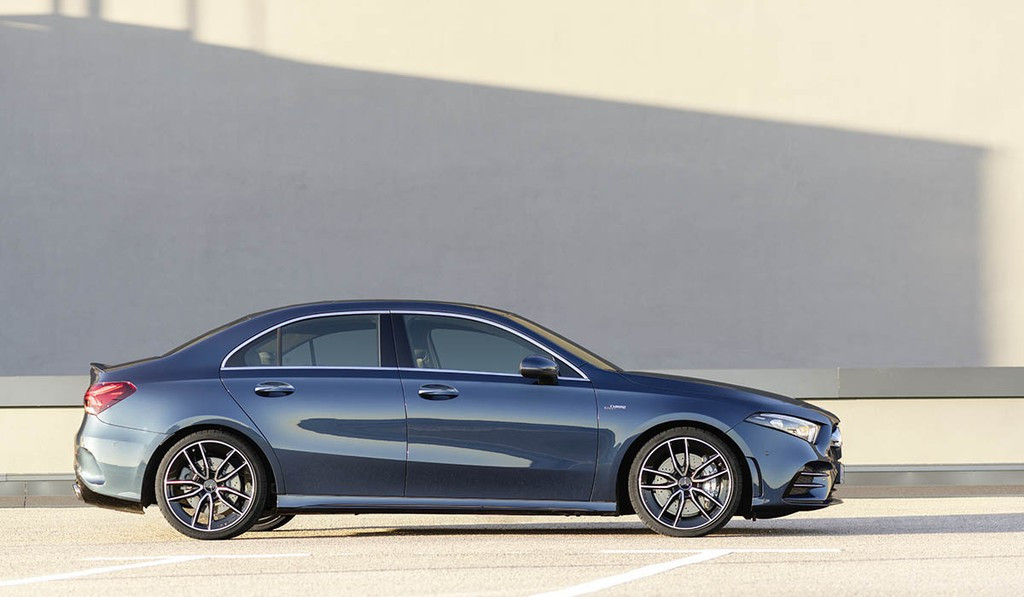 Ve dep chi tiet Mercedes-AMG A 35 4MATIC Sedan VIDEO