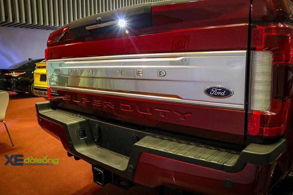 Can canh sieu ban tai Ford F-450 Super Duty Limited hang doc tai Viet Nam