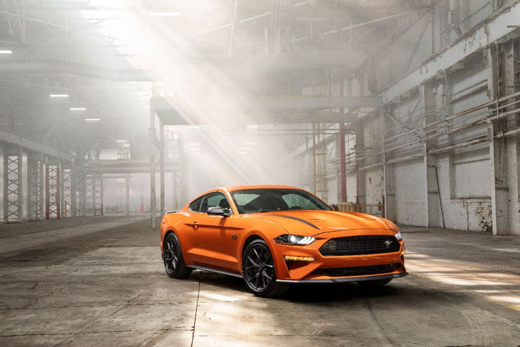 Ford Mustang 2.3 EcoBoost 2020 len dinh voi goi do tu Ford Performance