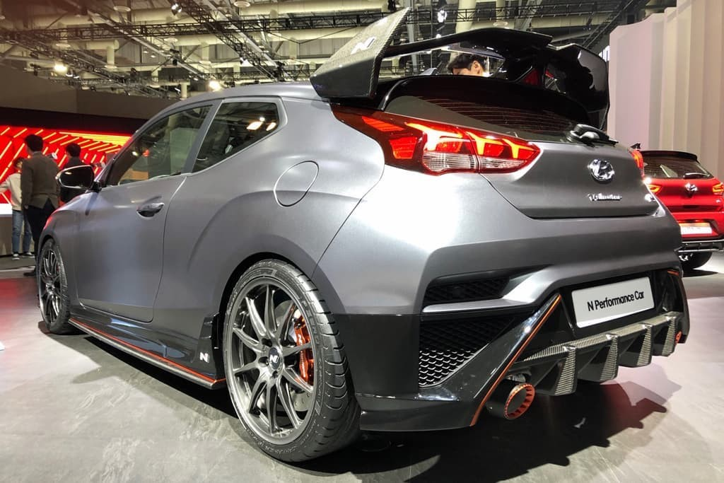 Hatchback Hyundai Veloster N them chat the thao voi loat do choi chinh hang