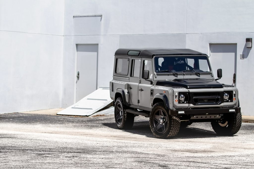 "SUV Anh quoc Land Rover Defender gan ""trai tim"" My noi that nhu sieu xe Y"